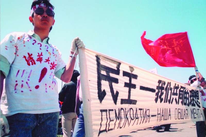 胡耀邦1989年4月15日逝世後,學生帶頭,平民不久後加入抗議,不斷升高抗爭壓力,到6月3日前,動輒有數十萬至上百萬人上街及盤據天安門廣場。(新新聞資料照)