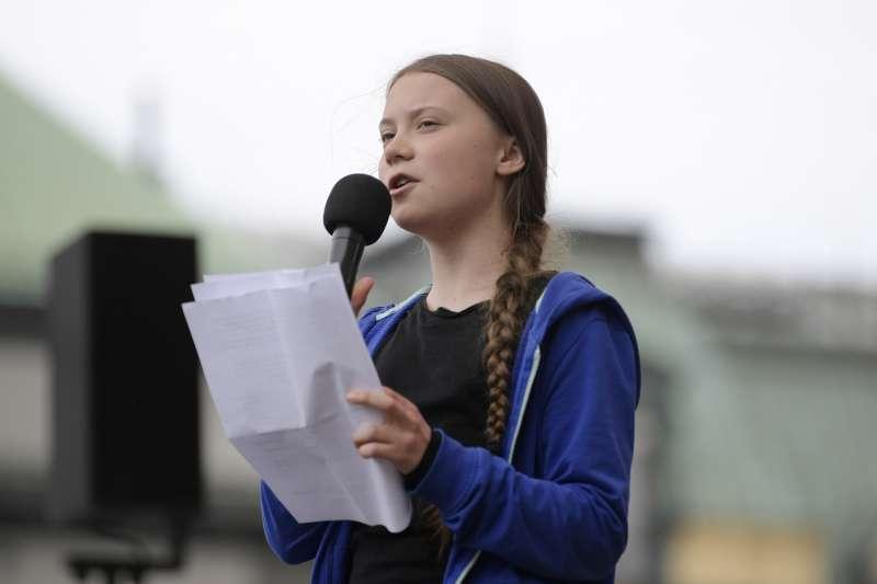 憂心全球暖化危機,歐洲青年世代走上街頭示威抗議,瑞典少女桑伯格(Greta Thunberg)是其中翹楚(AP)