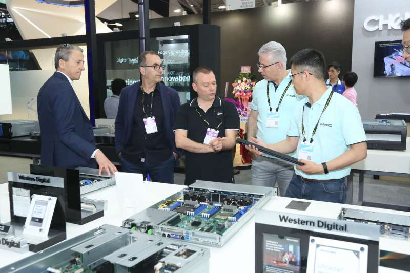 COMPUTEX 2019邁入展期第三天,看準AI及5G高效能運算趨勢下的數據管理需求,全球領先廠商緊抓商機,齊聚南港展覽館大秀多元解決方案。(圖/COMPUTEX提供)