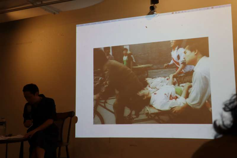 林慕蓮5月25在台北宣傳新書《重返天安門:在失憶的人民共和國,追尋六四的歷史真相》,《新京報》曾誤刊這張六四照片。(蔡娪嫣攝)