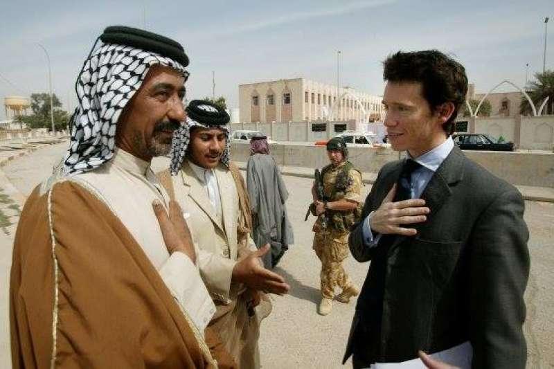 46歲的史都華(Rory Stewart)曾經服務英國外交部,被派駐印尼、蒙特內哥羅及中東阿富汗、伊拉克。(Rory Stewart@facebook)