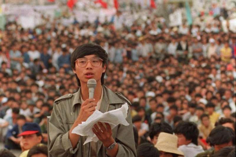 1989年5月27日,天安門廣場,示威抗議的學生領袖王丹(AP)