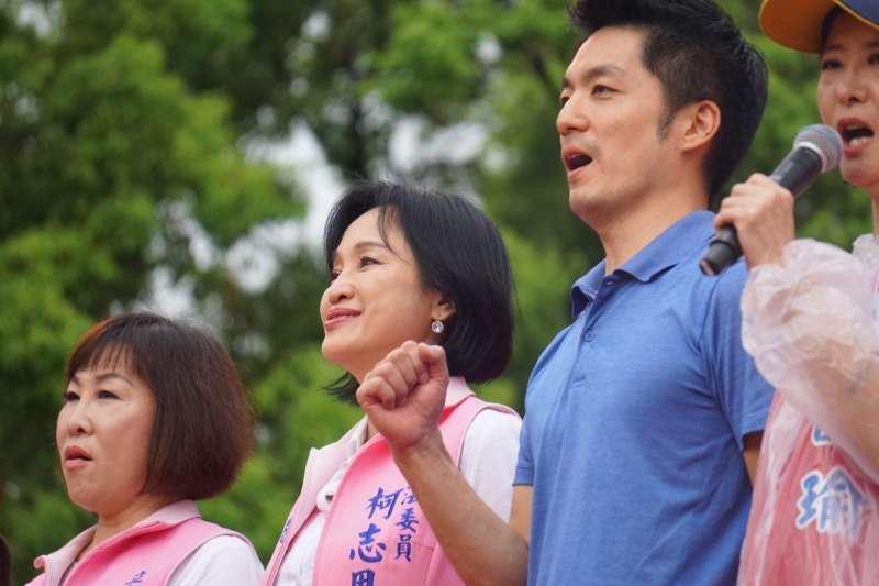 挺韓後援會1日下午在凱道舉辦「決戰2020.迎回台灣」造勢大會,包括蔣萬安(左三)、柯志恩(左二)等國民黨立委皆相繼上台,向藍營支持者溫情喊話。(取自蔣萬安臉書)