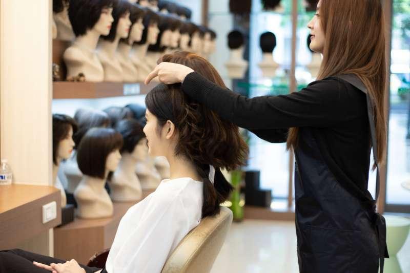 圖三、專業假髮師設計師駐店 1500種髮型讓人人擁有專屬外在美(圖/C.Y.S假髮)