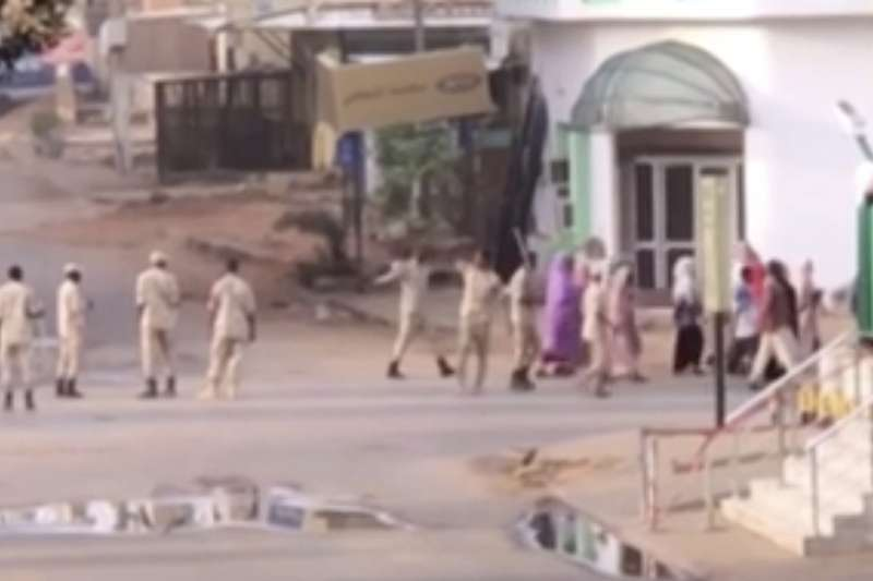 2019年6月3日,蘇丹軍方血腥鎮壓首都喀土穆的示威抗議民眾(AP)