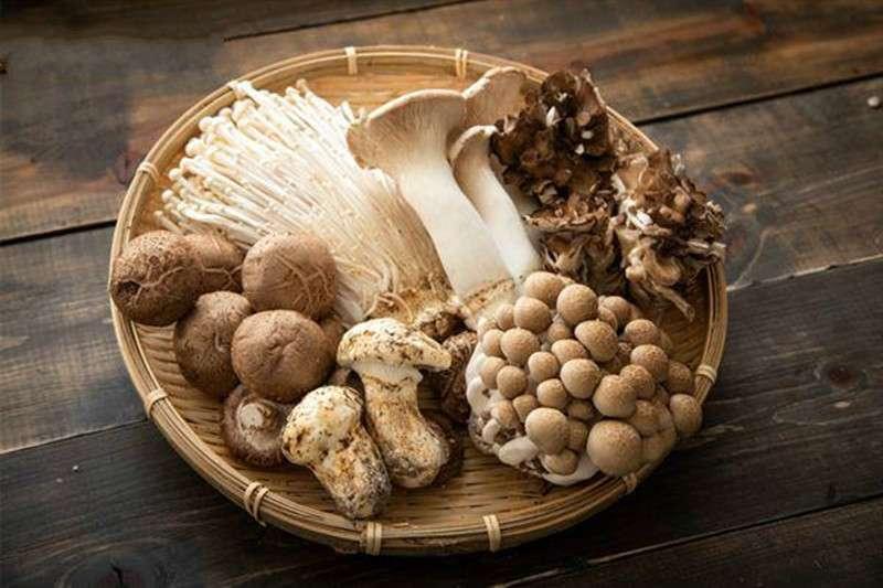 吃對菇類食物補充其富含的多醣體及氨基酸成分,更有輔助防癌、抗癌的好處!(圖/華人健康網提供)