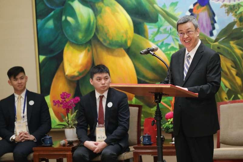 副總統陳建仁4日於總統府接見「2019年美國台裔大學生回國訪問團」。致詞時陳建仁也表示,台灣除在經濟方面表現優異,更是印太地區的民主燈塔。(取自總統府Flickr)
