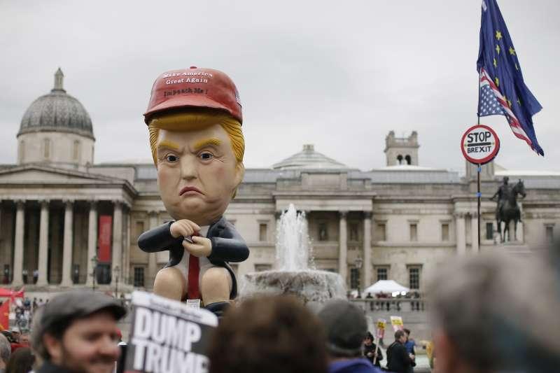 2019年6月,美國總統川普對英國進行國是訪問,倫敦市民舉行大規模抗議,川普機器人也上場(AP)