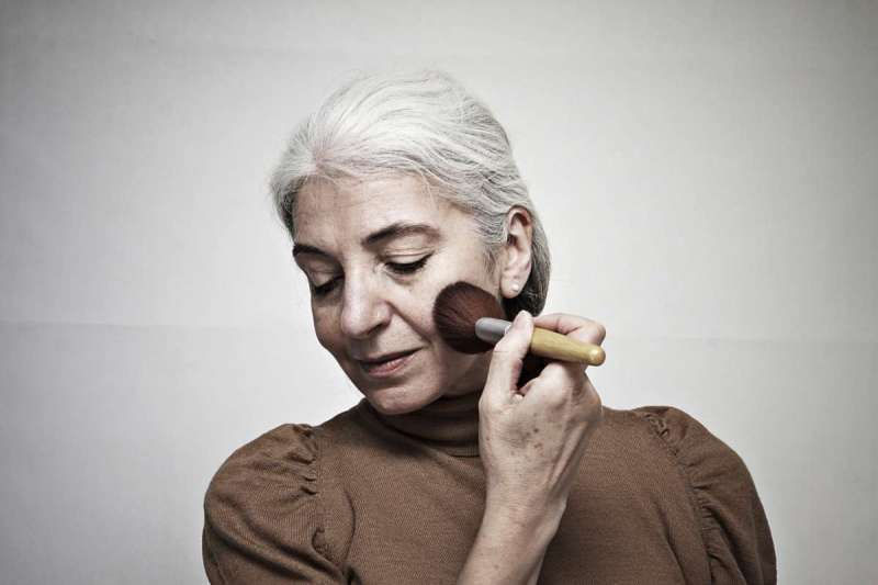 為了鼓勵失智奶奶,連美恩將其打造成時尚潮模。(示意圖/photoAC)