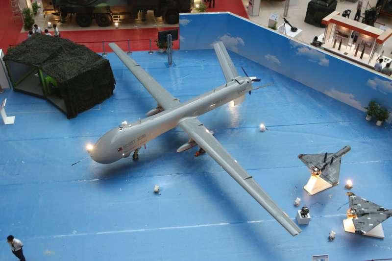 第一版的騰雲無人機引擎因推力不足,無法掛載武器。(郭晉瑋攝)