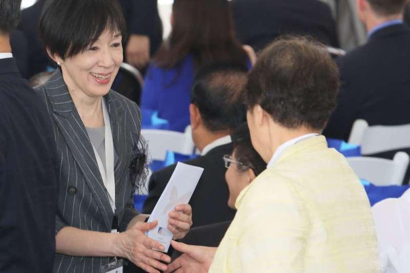 殷琪(左)任董座的大陸工程,12日出脫旗下台橡公司持有的台灣高鐵股票,等同自然解任高鐵董事。(新新聞資料照,柯承惠攝)
