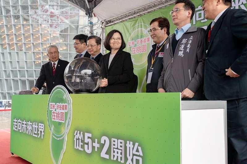 總統蔡英文推動的五加二產業創新計劃之中,「加二」是主張前五大產業都要納入「新農業」與「循環經濟」的思維,以促進永續發展。(圖/總統府Flickr)