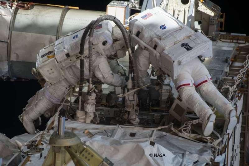 太空漫步是太空人最為危險的一項任務。(圖/三采文化)