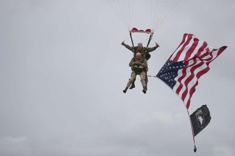 諾曼第登陸75周年:97歲美國老兵萊德再度跳傘(AP)
