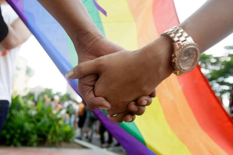全球近400位宗教領袖呼籲各國廢除同性關係禁令,並禁止對LGBT進行性傾向扭轉治療。(示意圖,美聯社)