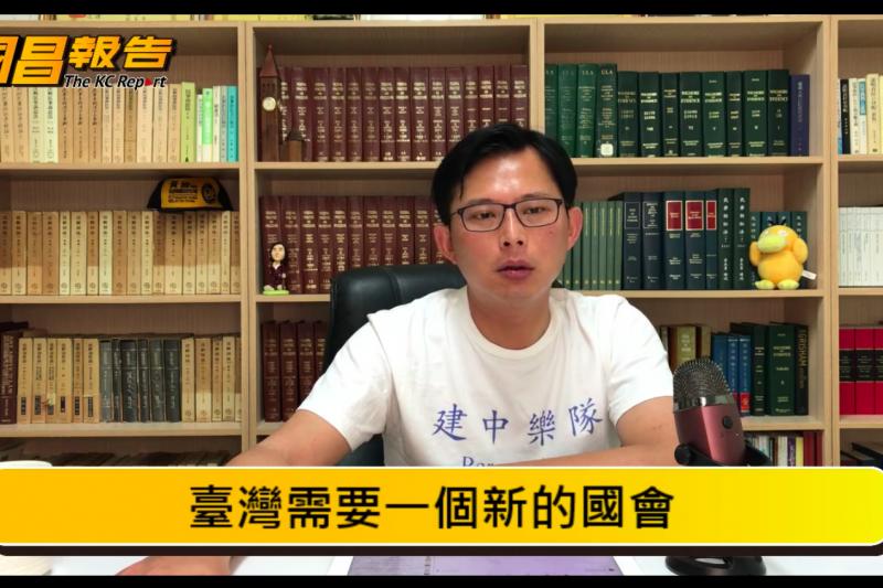 時代力量立委黃國昌今(8)在直播中表示,若時代力量決定要走「小綠」路線,自己將義無反顧的離開。(取自黃國昌直播截圖)