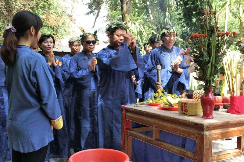 高雄市副市長葉匡時今(8)日上午出席第22屆美濃黃蝶祭在高雄美濃雙溪熱帶樹木園的開幕活動,對美濃人展現的生命力,表達感動。(高雄市政府提供)