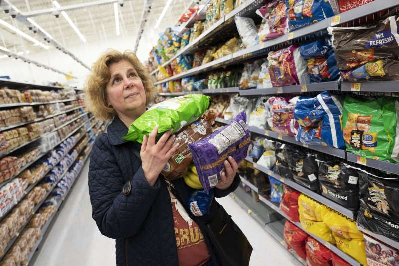 中美貿易戰,川普對中國商品開徵高額關稅,美國消費者將面臨物價高漲的衝擊。(AP)
