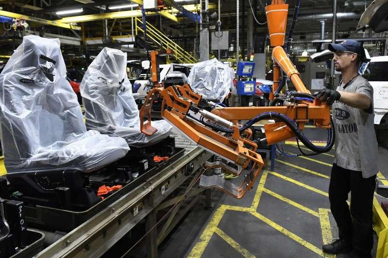中美貿易戰,川普對中國商品開徵高額關稅,美國製造業面臨成本高漲壓力。(AP)