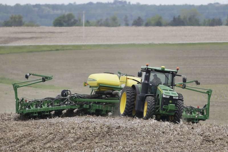 中美貿易戰,川普對中國商品開徵高額關稅,美國大豆種植業面臨中國關稅報復。(AP)