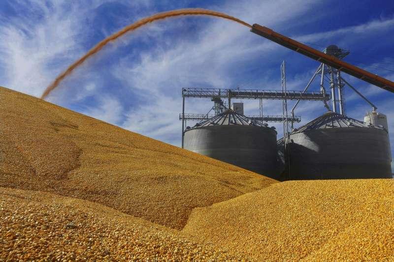 美國總統川普若對墨西哥商品加徵5%關稅,將衝擊國內產業及民生。(美聯社)