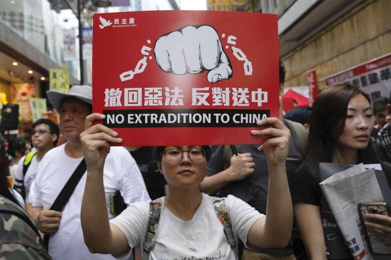 2019年6月9日,香港各界發起「反送中大遊行」,抗議特區政府試圖修訂,容許中國從香港引渡「逃犯」(AP)