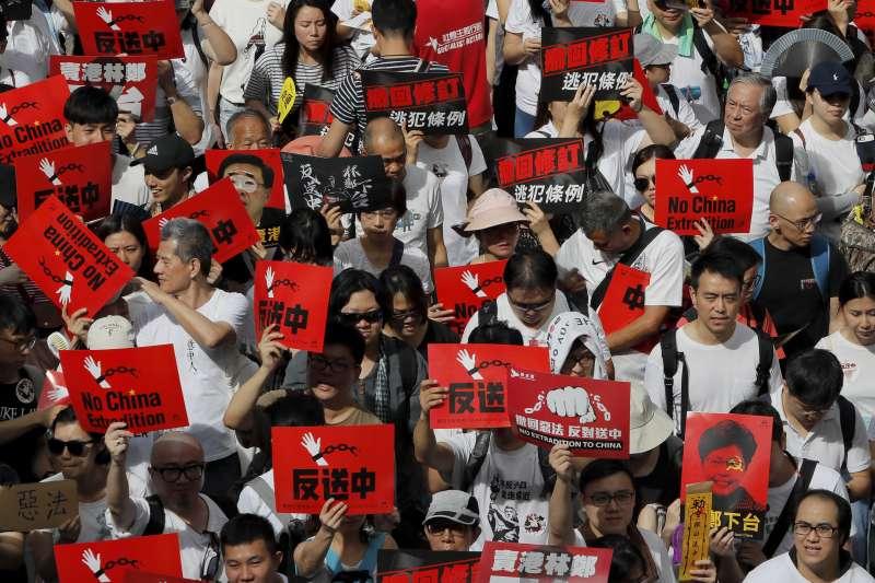 百萬港人日前上街頭「反送中」,民進黨立法院黨團11日發出聲明聲援。(資料照,美聯社)