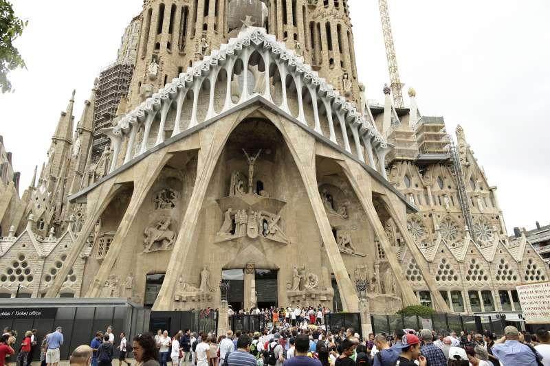 出自傳奇建築家高第之手的聖家堂。(AP)