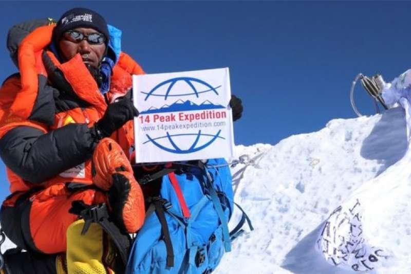卡米・麗塔不止一次打破自己創的登山記錄,他已登上珠峰24次。(BBC中文網)