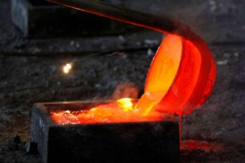 稀土元素通常附著在金屬礦石上