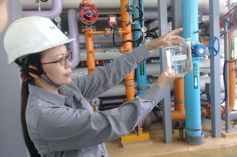 台灣第一座公共汙水再生水廠--鳳山溪再生水廠,運作近一年,各項水質都可達到標準,讓其他地區開發再生水廠更有信心。(朱淑娟提供)