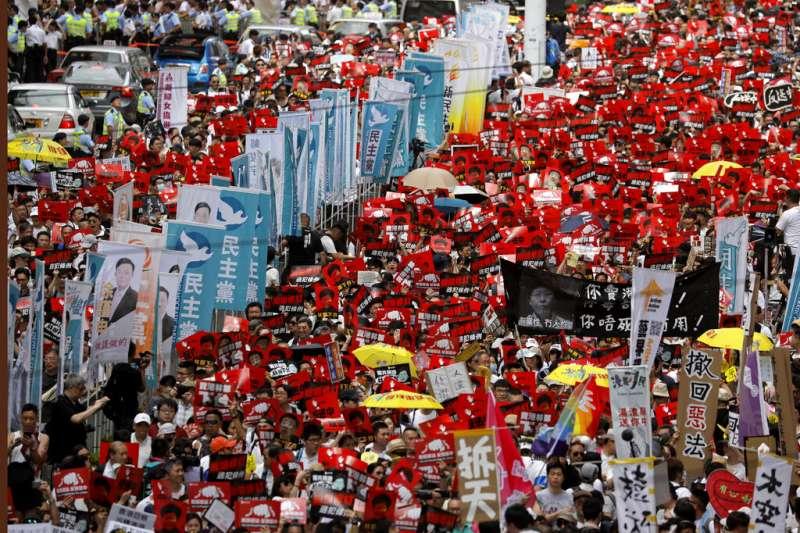 香港「民間人權陣線」9日發起反對修訂《逃犯條例》的反送中大遊行,宣布共有103萬人參與。(資料照,美聯社)