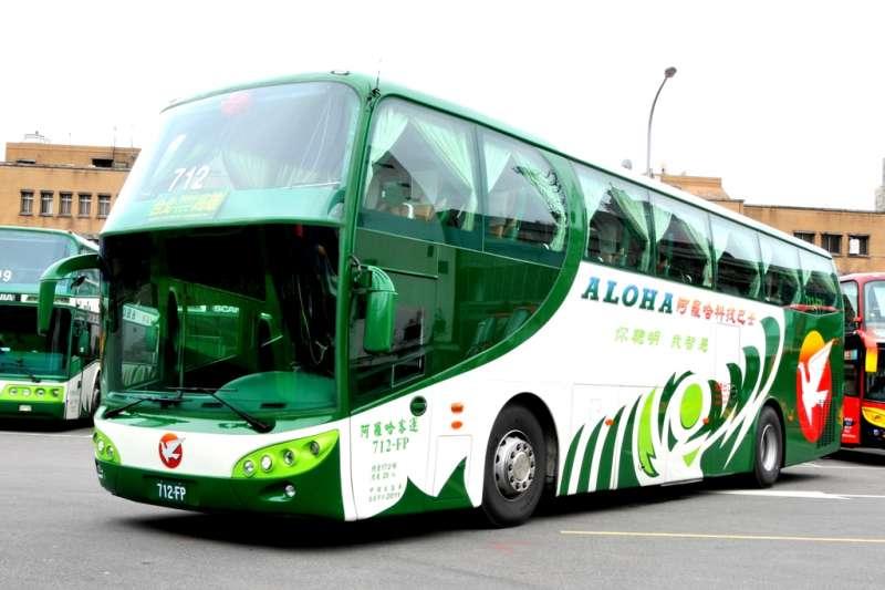 阿羅哈客運巴士10日深夜發生車禍造成3死11傷,高市勞工局初步發現,肇事的郭姓司機最近一週出勤紀有3項違反勞基法規定。(圖為示意圖,與本案無關。取自阿羅哈客運)