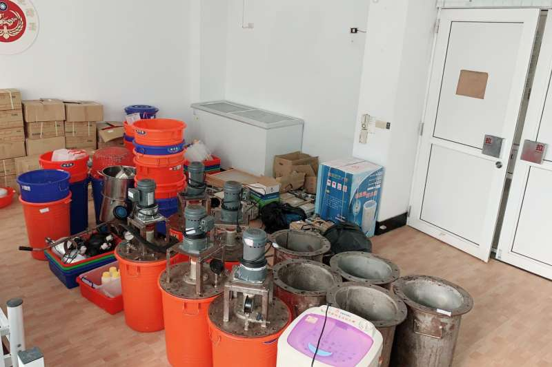海巡署破獲屏東2製毒工廠,圖為製毒器具。(海巡署提供)