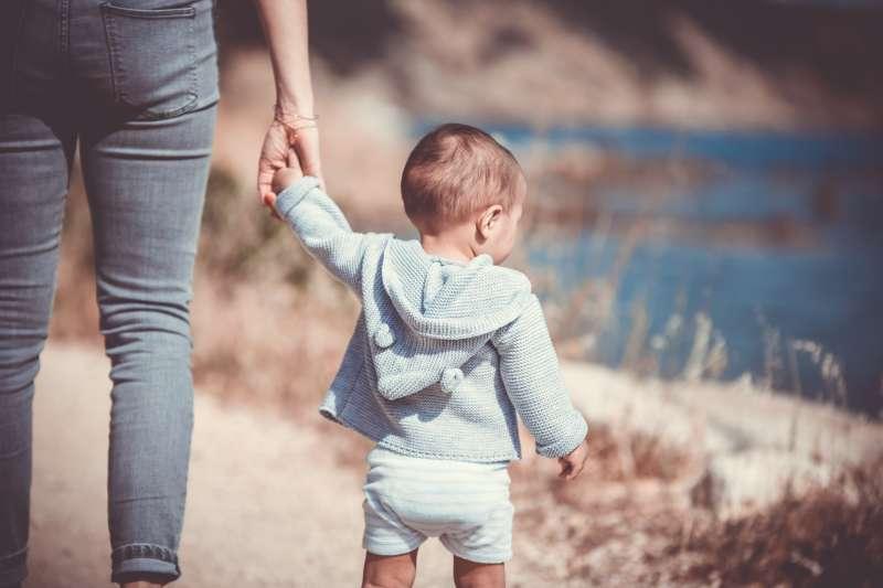 天下沒有完美的父母,教養出錯時,你該跟孩子道歉嗎?(圖/Unsplash)