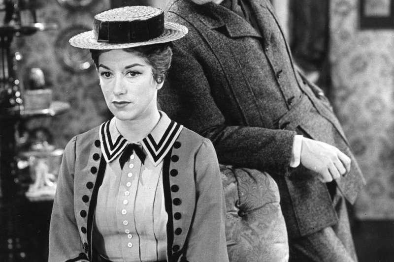 《窈窕淑女》中的伊莉莎出身貧窮,但在希金斯教授的調教下成了談吐優雅的「窈窕淑女」。(BBC中文網)