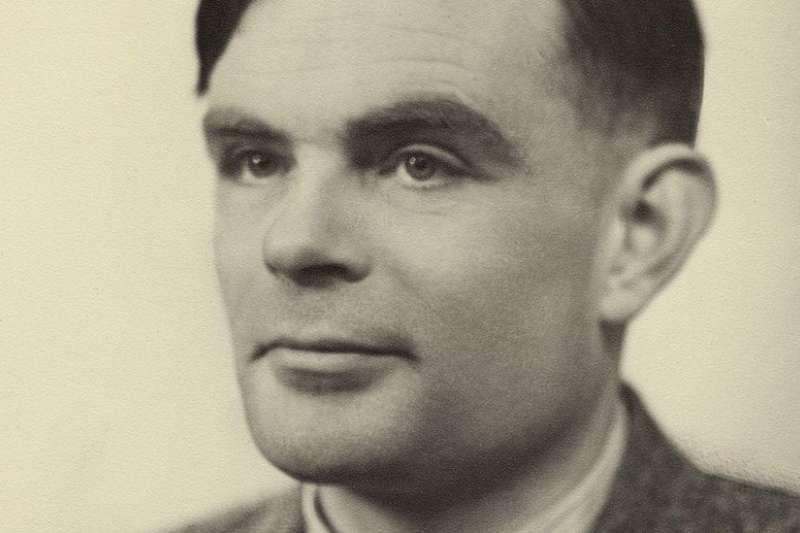 英國數學和密碼奇才圖靈(Alan Turin)曾設想是否可能讓機器模仿人腦的學習過。 (BBC中文網)