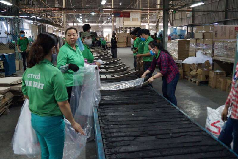 台商新日木業因中美貿易戰,將中國生產線移轉到越南平陽省。(黃琴雅攝)