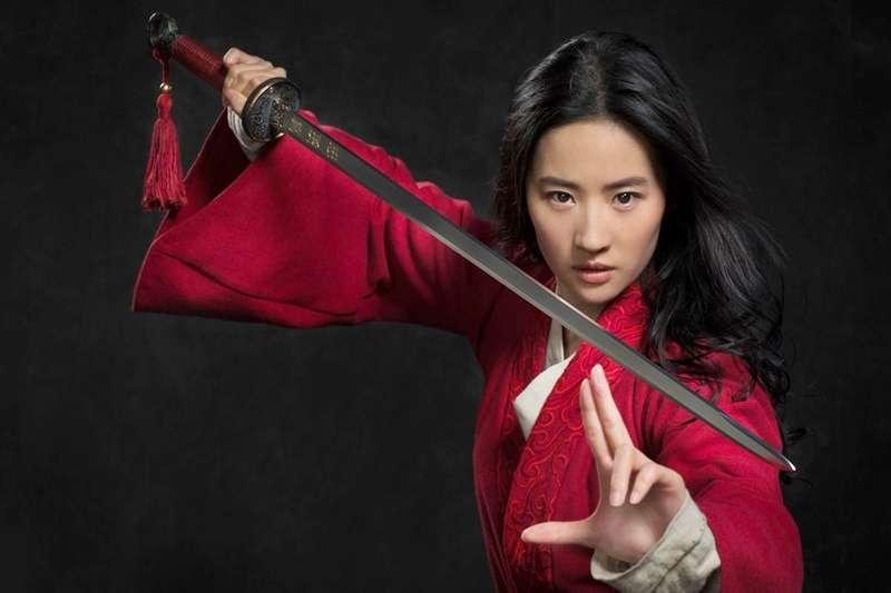 近年有許多經典動畫作品被改編成「真人版」,2020年由劉亦菲詮釋的花木蘭接力演出!(圖/IMDb)