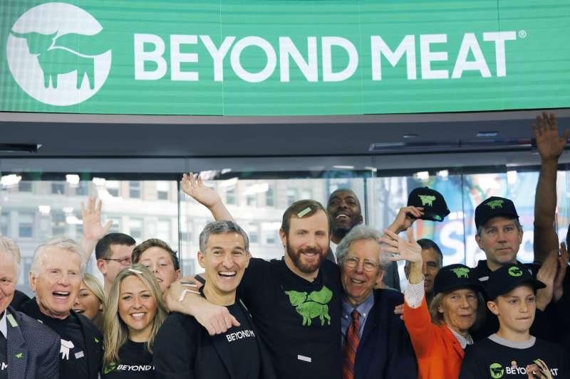 今年5月2日超越肉類公司(Beyond Meat)在紐約證券交易所(NYSE)掛牌上市。(AP)