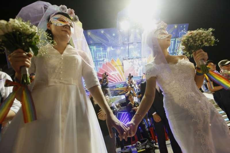 根據內政部統計,截至8月底止,已有1827對同性伴侶登記結婚,另有34對終止結婚登記。(資料照,郭晉瑋攝)