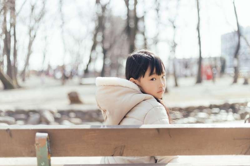 孩童性早熟發生率約萬分之一,女童比男童高出10倍。(示意圖非本人/あんじゅのプロフィール@pakutaso)