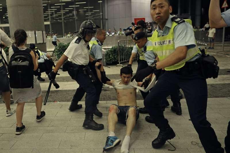 香港反送中運動,大批學生被捕(AP)