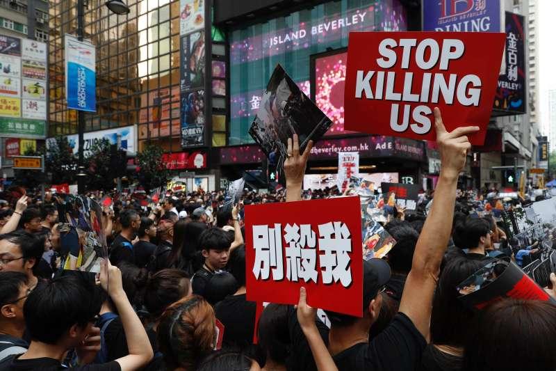 2019年6月16日,香港市民再度走上街頭「反送中」,要求政府撤回《逃犯條例》修法,特首林鄭月娥下台(AP)