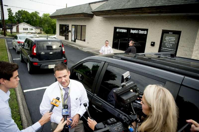 田納西州的警察佛里茲(Grayson Fritts),同時也具牧師身分,卻在傳道時公開抨擊LGBT族群。(AP)