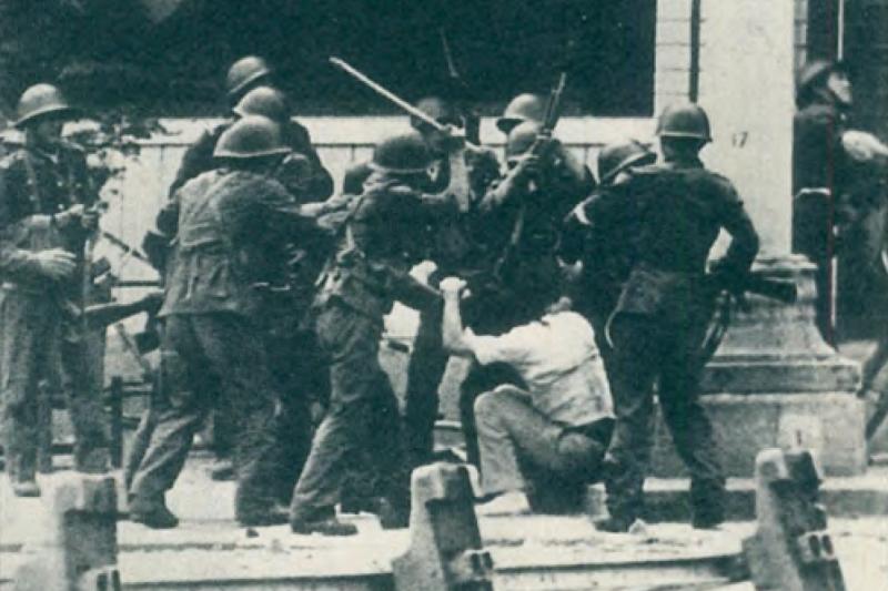 解放軍也一度喊出「打不還手,罵不還口」的口號,但是……。(資料照,美聯社)