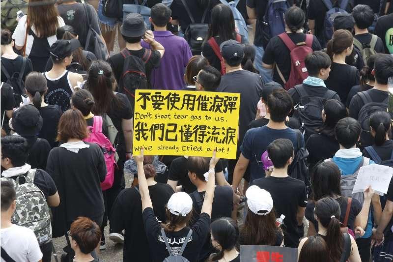 「不要使用催淚彈,我們已懂得流淚」 2019年香港「反送中」大遊行。(新新聞郭晉瑋攝)