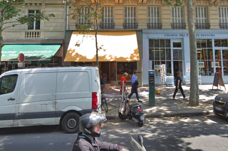 法國巴黎的「新書店」(La Nouvelle Librairie)與英語書店「紅色獨輪車」(Red Wheelbarrow)之間掀起一場文化戰爭(截自Google Map)
