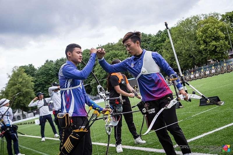 這次在荷蘭舉辦的世界射箭錦標賽,為了讓選手有好表現,體育署特地提供奧援,才有今天的成績,總教練林政賢表示,下一站就是奧運了。(圖片取自國際射箭總會官方臉書,20190617)