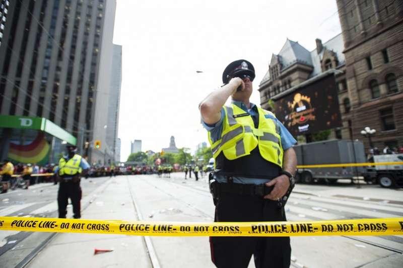 暴龍封王遊行驚傳槍響,多倫多警方已經正式展開調查。 (美聯社)